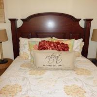 Elegant One-Bedroom Cottage
