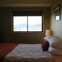 Deluxe Two-Bedroom Apartment with Ocean View (Free WIFI Access)