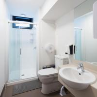 Single Room with Lockable Shared Bathrooms