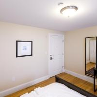 Standard Queen Room with Shared Bathroom