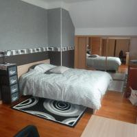 Hotel Pictures: Chambre Coquette, Aulnay-sous-Bois