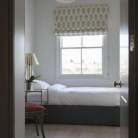 Three-Bedroom Apartment - Warwick Square VIII