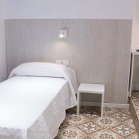 Twin Room with Private Bathroom and Extra Bed