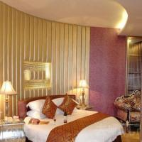 Deluxe Suite with Round Bed