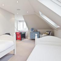 Four-Bedroom Apartment - Leacroft Avenue