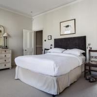 Four-Bedroom Apartment- Cloncurry Street