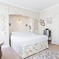 Three-Bedroom Apartment - Kelso Place