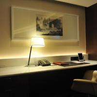 Club Deluxe King Room with City View