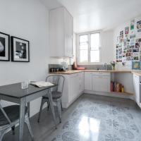 Three-Bedroom Apartment - Rue de Moines II