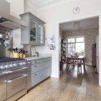 Three-Bedroom Apartment - Cambridge Street V