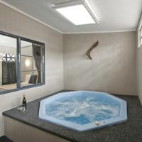 One-Bedroom Apartment with Hot Tub