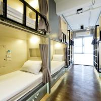 Single Bed Bed Cube in Women-Only Dormitory