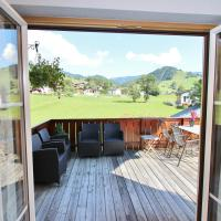 Deluxe Three-Bedroom Apartment with Balcony and Mountain View