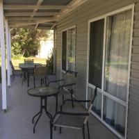 Hotel Pictures: Island Coastal Holiday House, American River