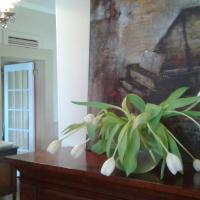 Hotel Pictures: Plantation House Bed & Breakfast, Port Hope