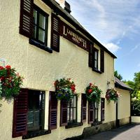 Hotel Pictures: Llanwenarth Hotel & Riverside Restaurant, Crickhowell