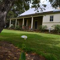 Hotel Pictures: Owlpen House, Maitland