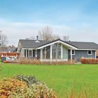 Hotel Pictures: Holiday home Engagervej, Odder
