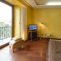 Classic Street View Original Studio Apartment with Balcony on Prorizna 10
