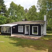 Hotel Pictures: Holiday home Glesborg with a Fireplace 311, Fjellerup
