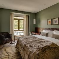Deluxe King Room or Twin Beds