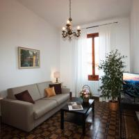 Two-Bedroom Apartment with Balcony (Pitti)