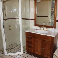 Walling Queen Room with Balcony and Spa Bath
