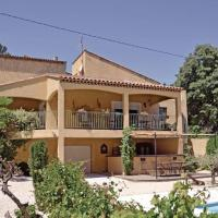 Hotel Pictures: Holiday home St Mitre les Remparts 63 with Outdoor Swimmingpool, Saint-Mitre-les-Remparts