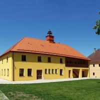 Hotel Pictures: Zámecký Dvůr Černousy, V Poli