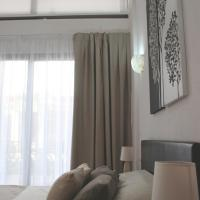 Deluxe Two-Bedroom Apartment- Split Level