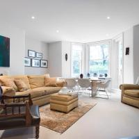 Two-Bedroom Apartment - Redcliffe Square VIII