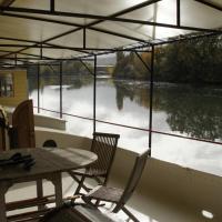 Charming Houseboat