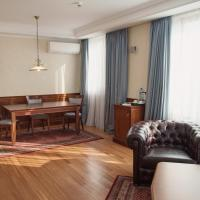 Suite with Free Airport Transfer