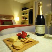 Hotel Pictures: Gisborne Peak Winery Eco-Cottages, Gisborne