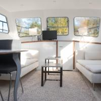 Modern South Houseboat