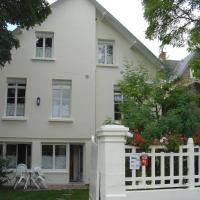 Hotel Pictures: Gîte Villa Le Nid, Saint-Jean-le-Thomas