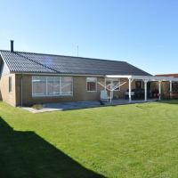 Hotel Pictures: Three-Bedroom Holiday home in Fjordvaenget Thors, Thorsminde