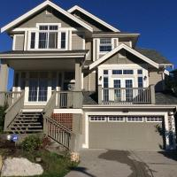 Hotel Pictures: Vancouver Burke Mountain Holiday Home, Port Coquitlam