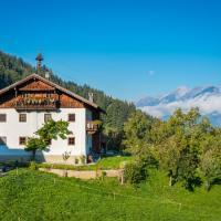 Hotel Pictures: Bauernhaus, Kolsassberg