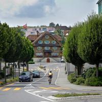 Hotel Pictures: Landgasthof Hotel Rössli, Adligenswil