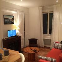 Hotel Pictures: Appartement Tolstoï - Le Totem, Villeurbanne
