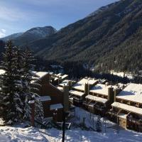 Hotel Pictures: Panorama Mountain Resort - Horsethief Lodge with Fairmont Creek, Panorama