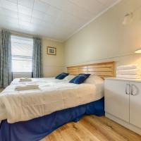 Sixteen-Bedroom House