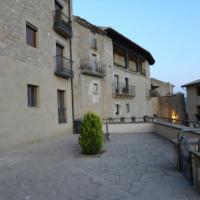 Hotel Pictures: Apartamentos La Luna, Sos del Rey Católico