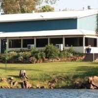 Hotel Pictures: Lake Bennett Resort, Lake Bennett