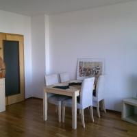 Hotel Pictures: Apartment Praha Prosek with free Parking, Prague