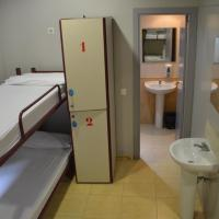 Single Bed in Mixed Dormitory Room (6 Adults)