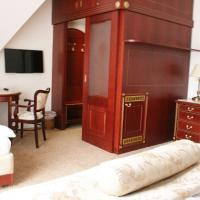 Luxury Double Room with Balcony and City View