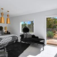 King Suite with Pool View and Kitchen