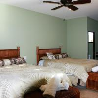 Queen Room with Two Queen Beds - Mountain View